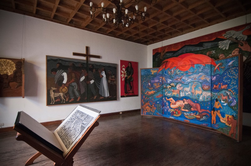 地下偏廳是主人的gallery