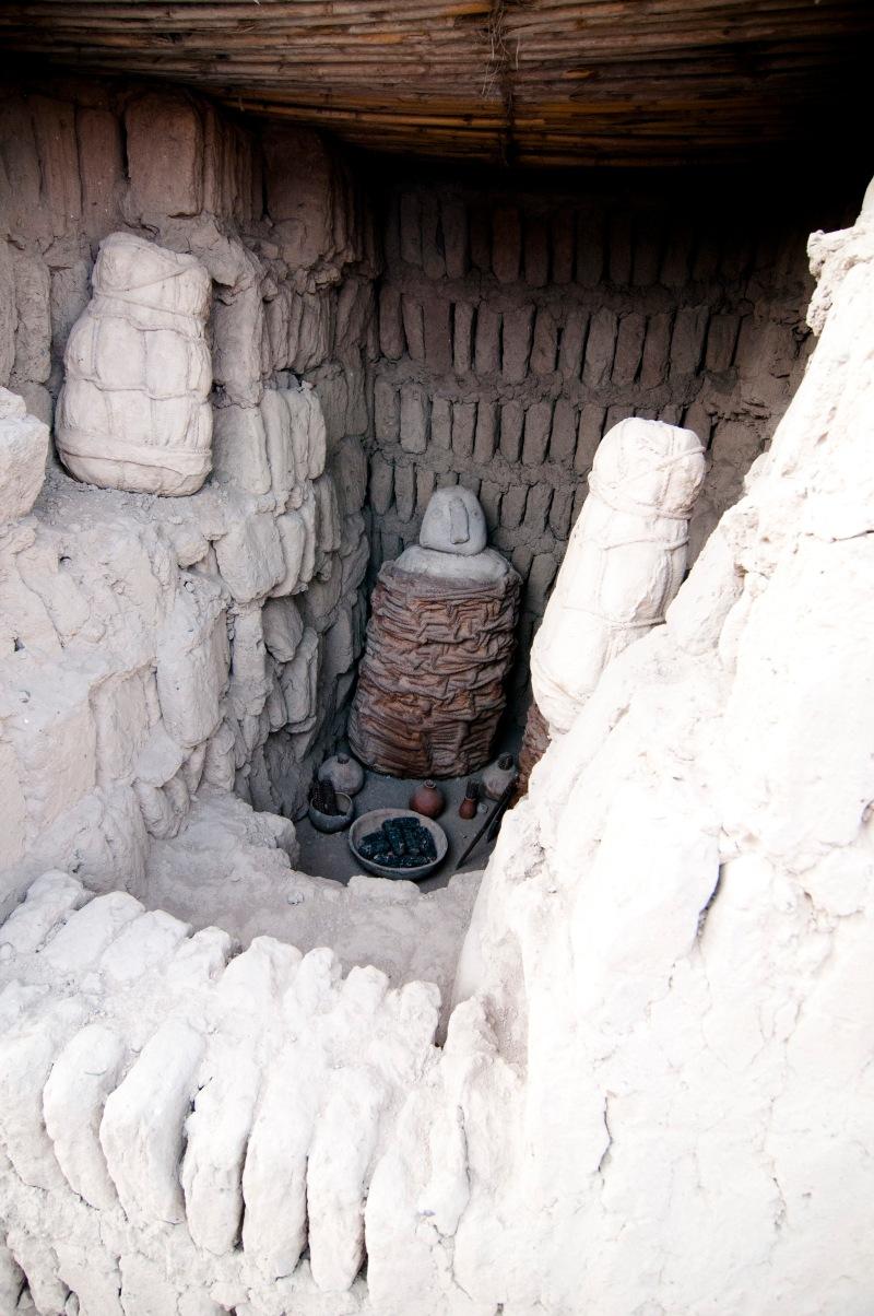 秘魯出土的木乃伊都是蹲坐著的