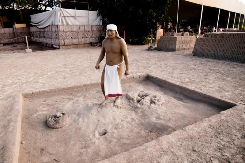 廣場內設有模型重現泥磚製造過程