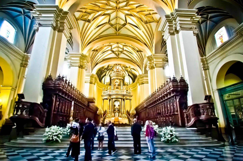 富麗堂皇的教堂內部