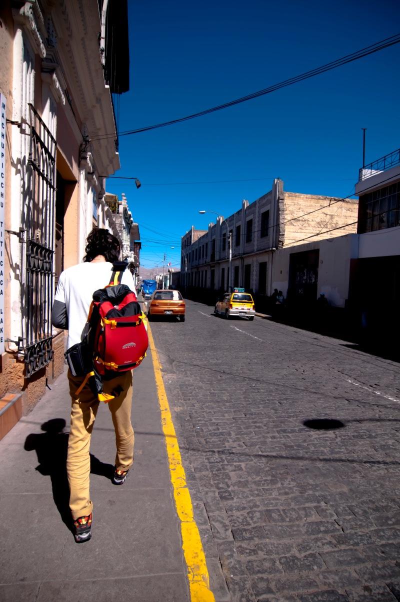 走在Arequipa的街上, 白牆配上藍天, 很有地中海城市的感覺。