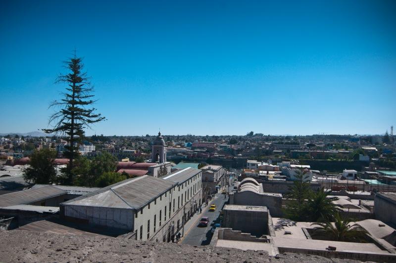 上到頂部,Arequipa 市內的景色一覽無遺