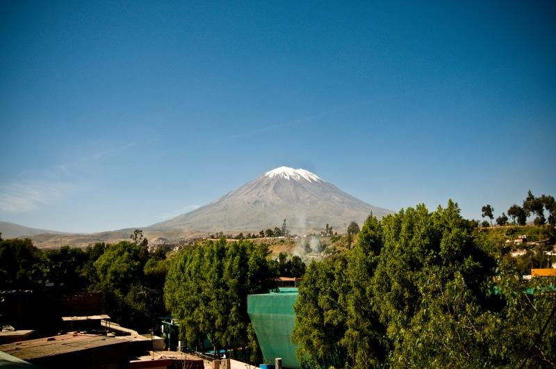這裡離Misti 火山更近