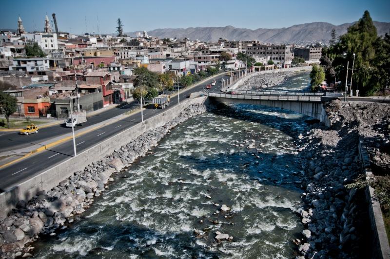 流經市內的大河 Rio Chili