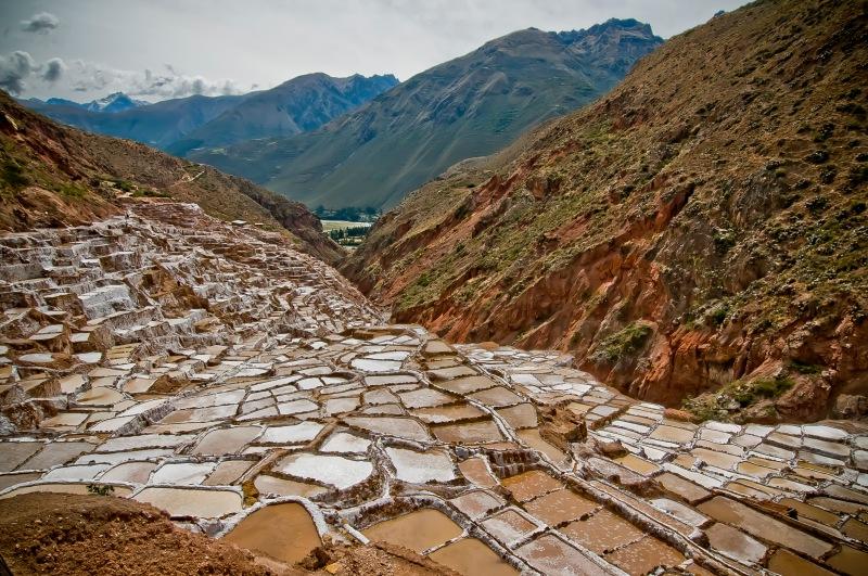 鹽田還在運作中, 這裡生產的是礦物質豐富的岩鹽。
